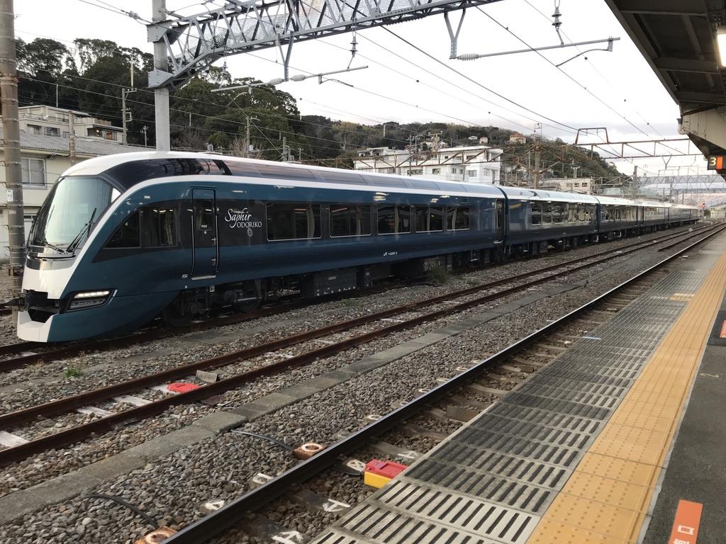 午前中から夕方まで伊東駅に留置されていたE261系(2020/2/11)