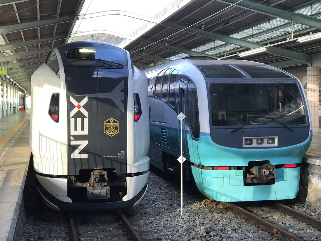伊豆急下田駅に停車中のE259系・251系(2020/2/11)
