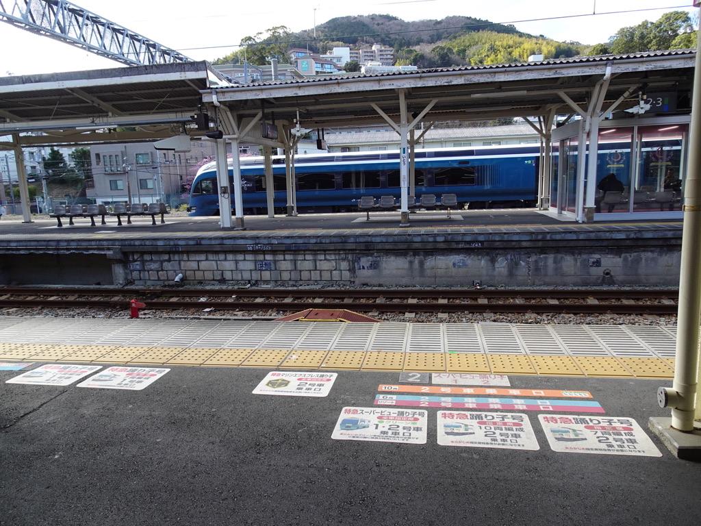 この春から、サフィール踊り子号の乗車位置も追加される(伊東駅・2020/2/11)