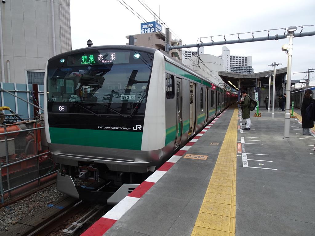 海老名駅1番線に停車中のE233系特急赤羽行き(2020/1/22)