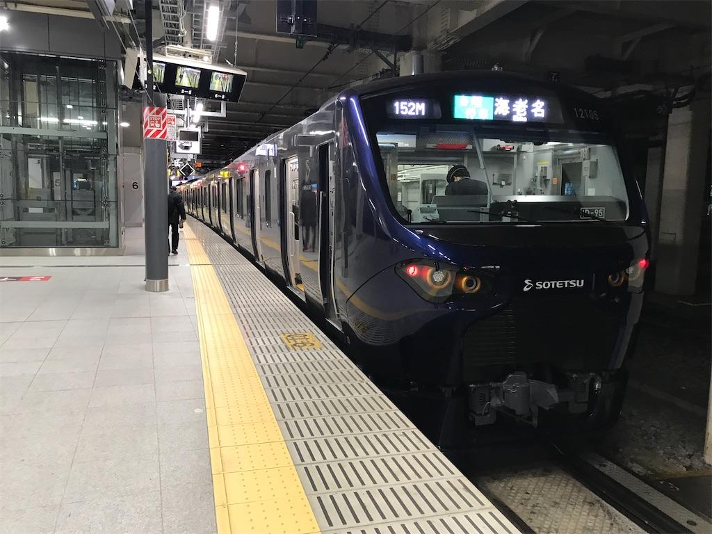 新宿駅6番線に停車中の相鉄12000系海老名行き(2020/2/21)