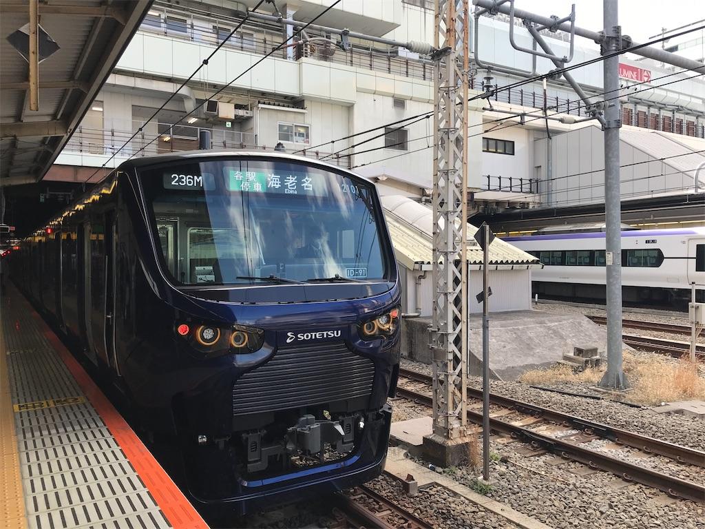 新宿駅2番線に停車中の相鉄12000系海老名行き(2020/2/23)