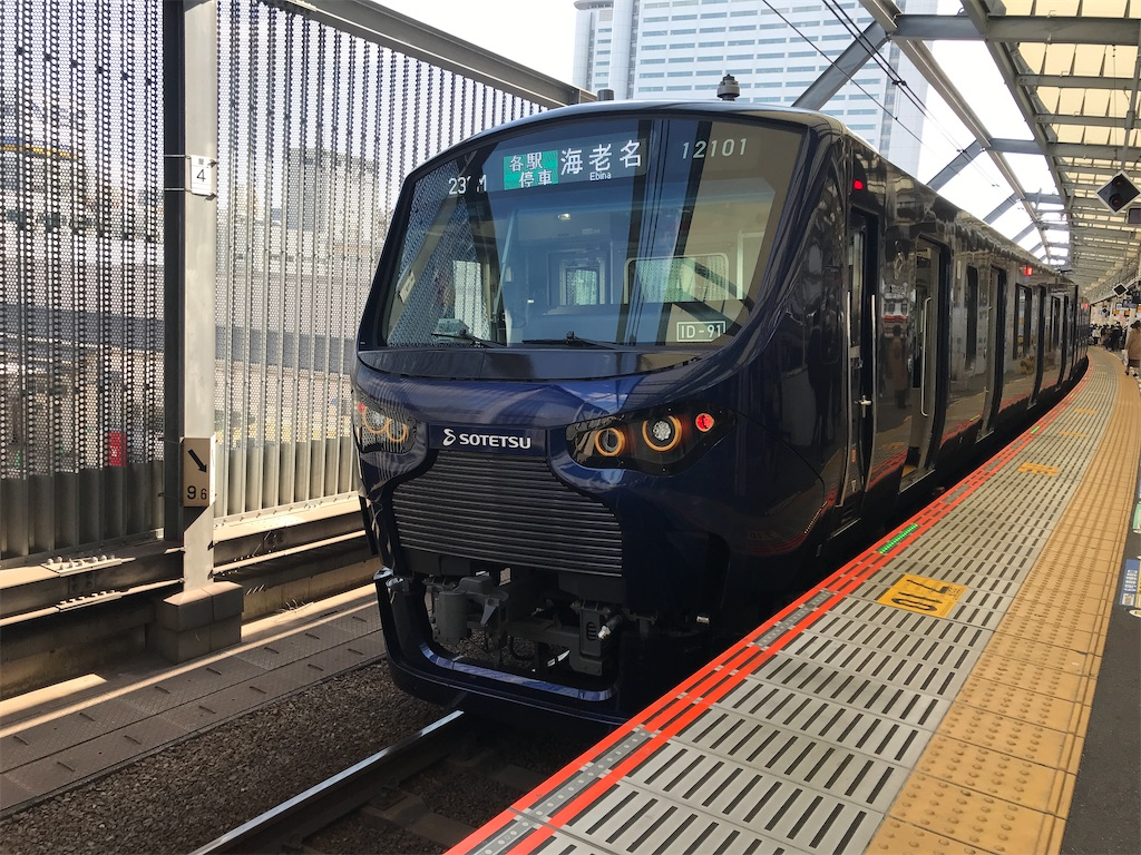 武蔵小杉駅3番線に停車中の相鉄12000系海老名行き(2020/2/23)