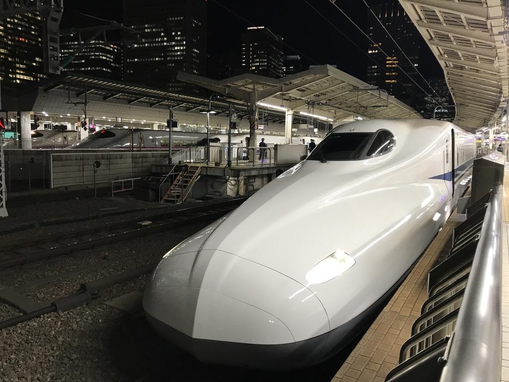 東京駅16番線に停車中の「のぞみ135号」姫路行き(2020/2/5)