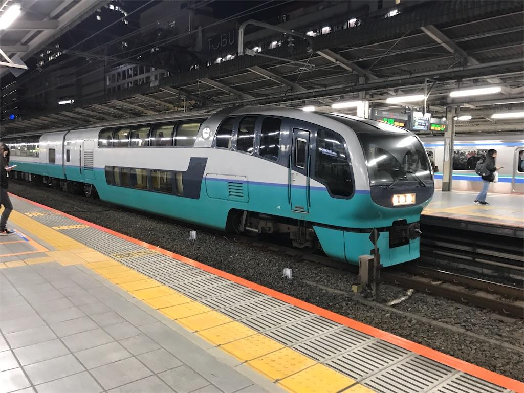 池袋駅3番線に到着した池袋止まりのスーパービュー踊り子10号(2020/3/6)