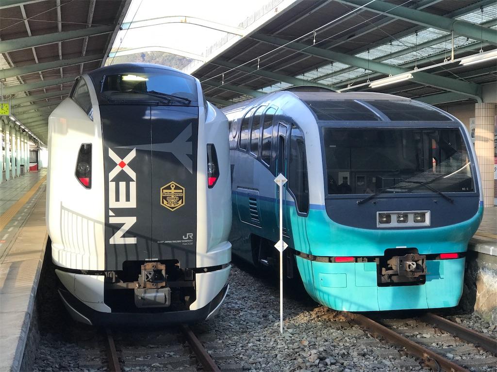 伊豆急下田駅に停車中のE259系マリンエクスプレス踊り子号と251系スーパービュー踊り子号(2020/2/11)