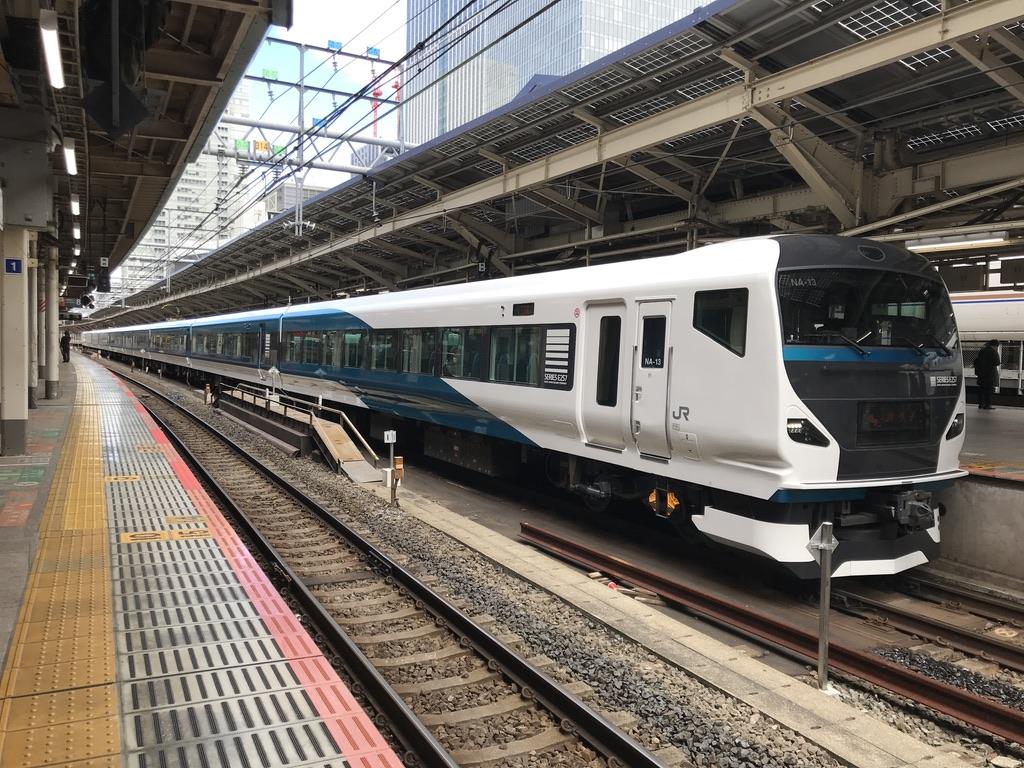 東京駅9番線に停車中のE257系踊り子15号(2020/3/16)