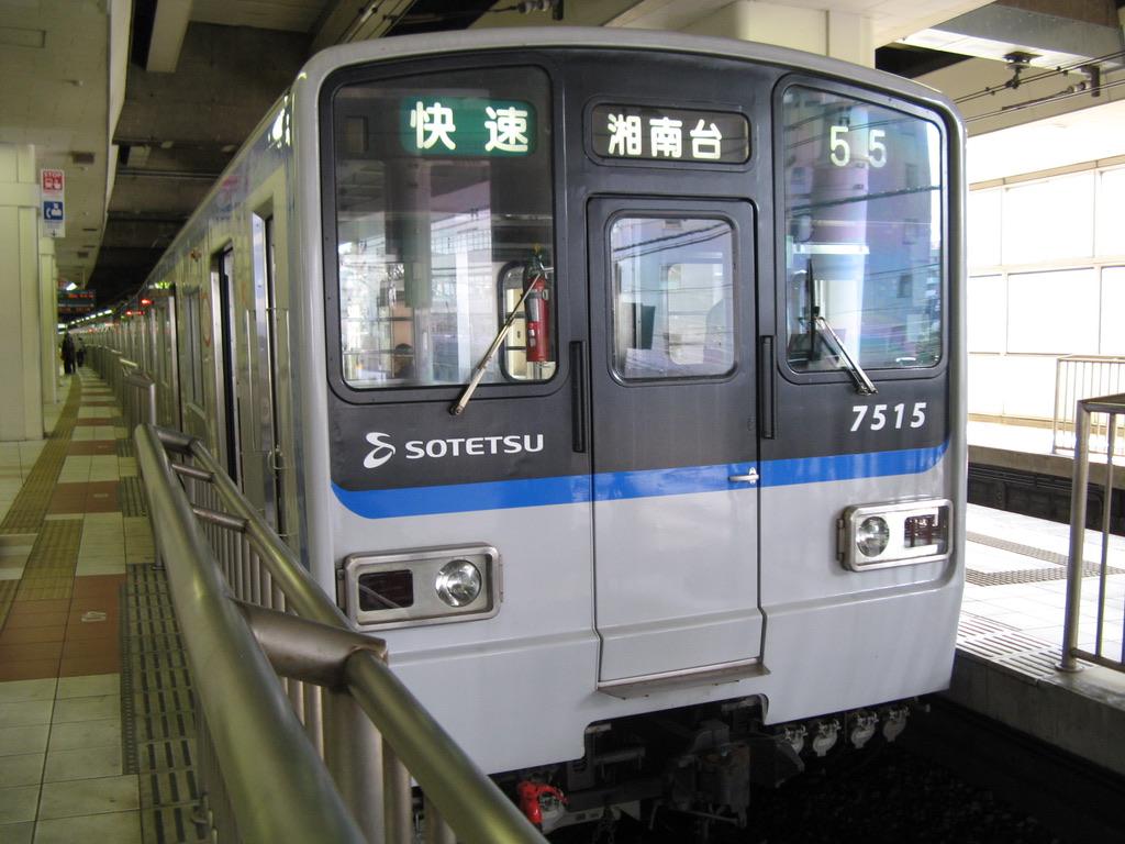 横浜駅2番線に停車中の7713F快速湘南台行き(2008/10/12)