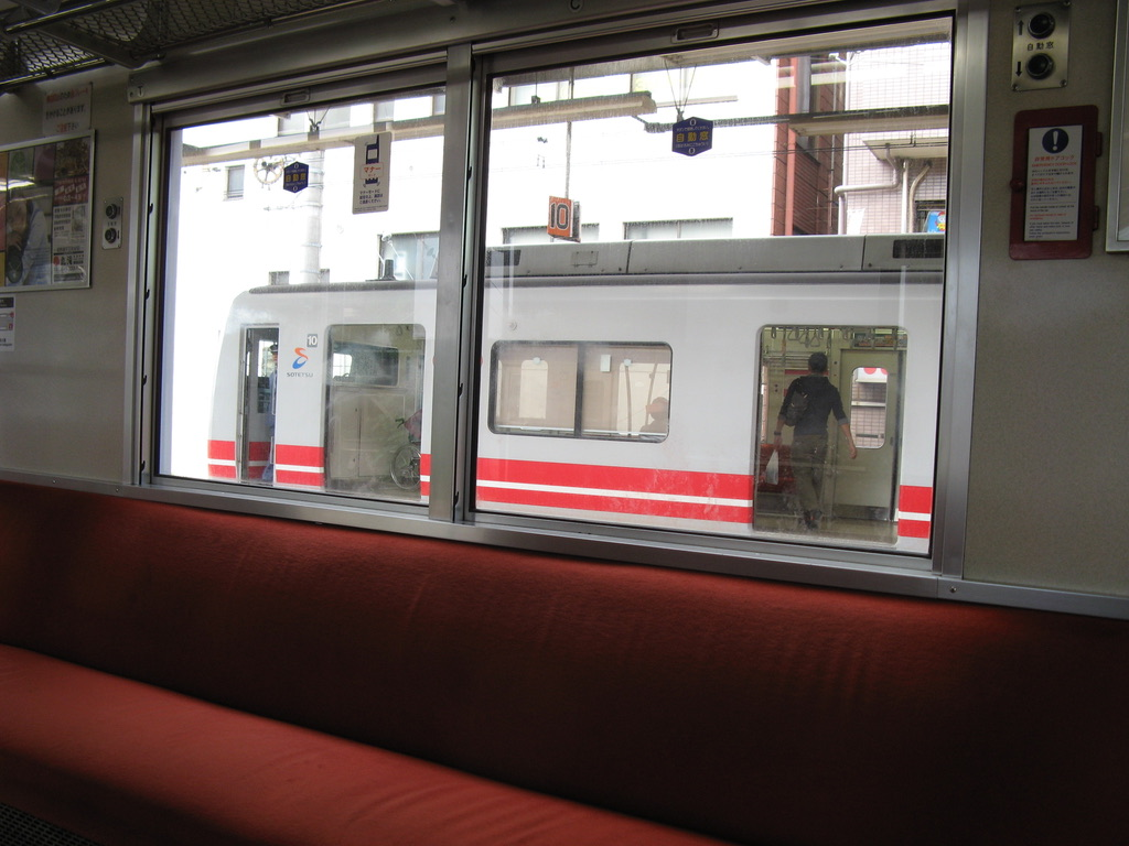 二俣川駅で9000系各駅停車大和行きに接続(2008/10/12)