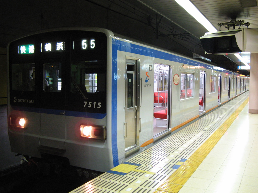 湘南台駅2番線に停車中の7713F快速横浜行き(2008/10/12)