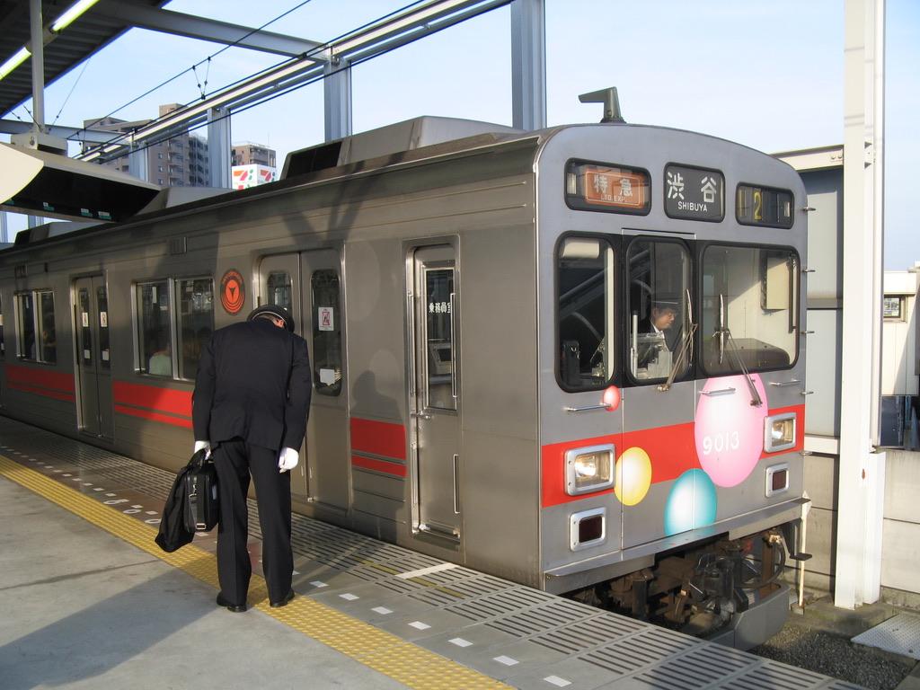 武蔵小杉駅4番線に停車中の9013F特急渋谷行き(2009/5/10)