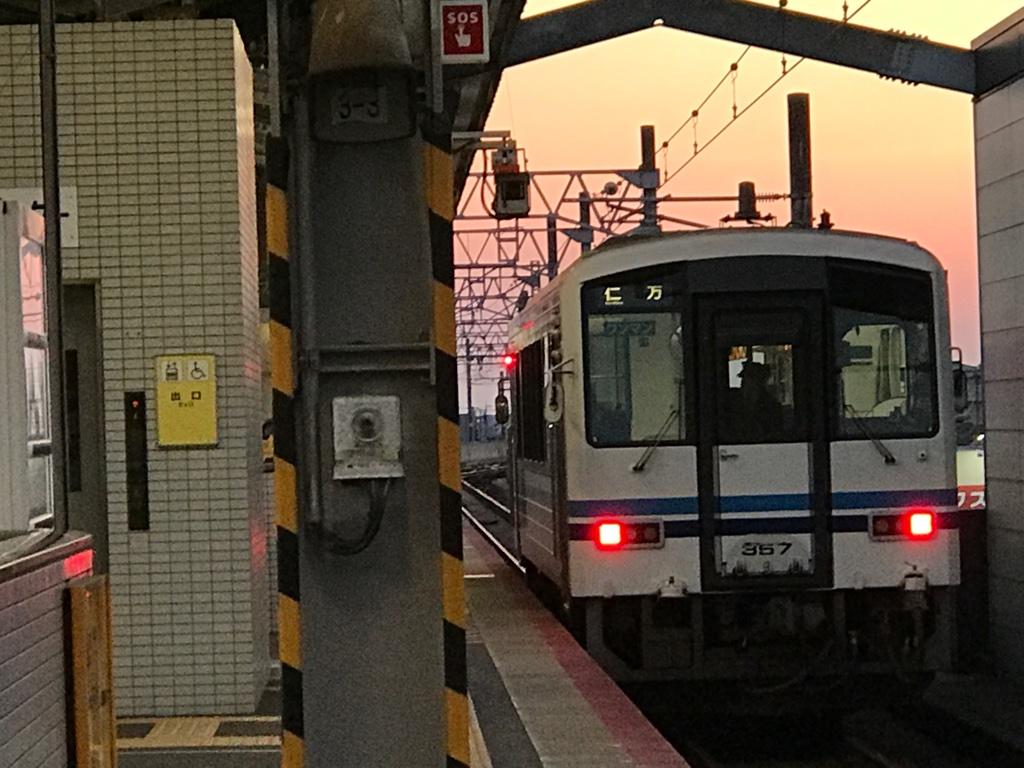 出雲市駅1番線に停車中のキハ120系普通仁万行き(2019/4/12)