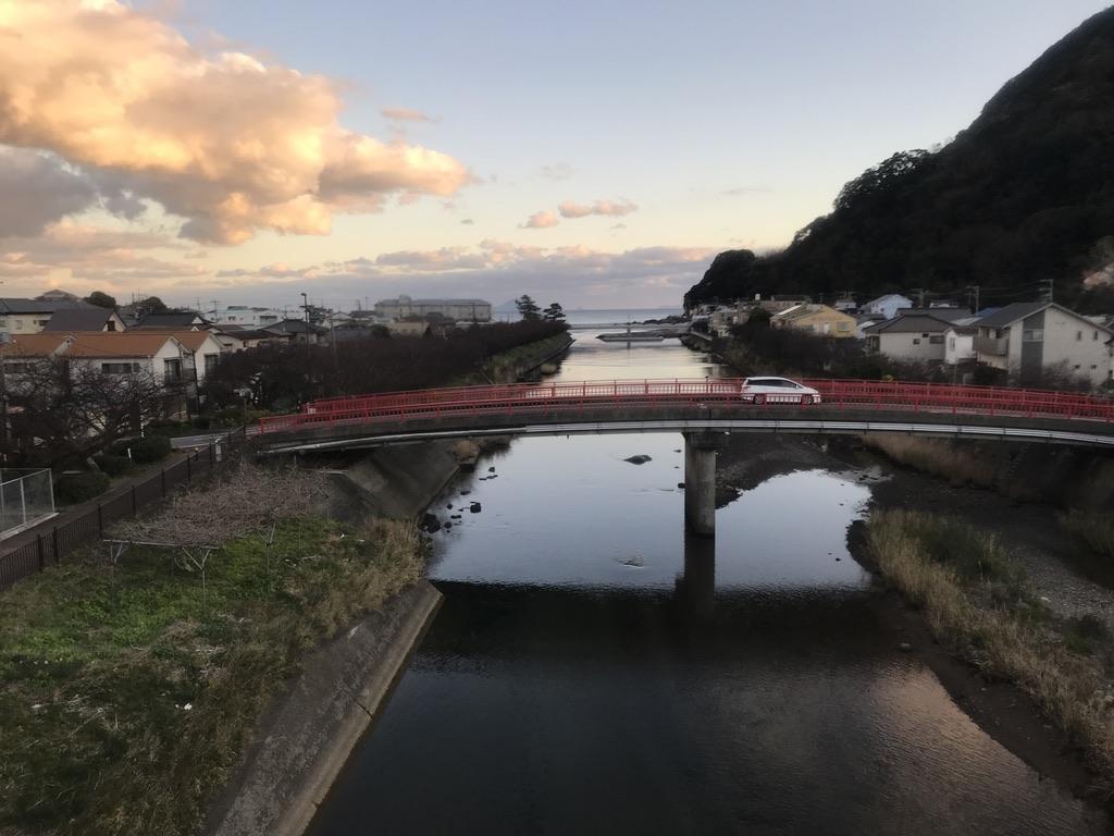 スーパービュー踊り子10号から撮影した河津川河口(2020/1/2)