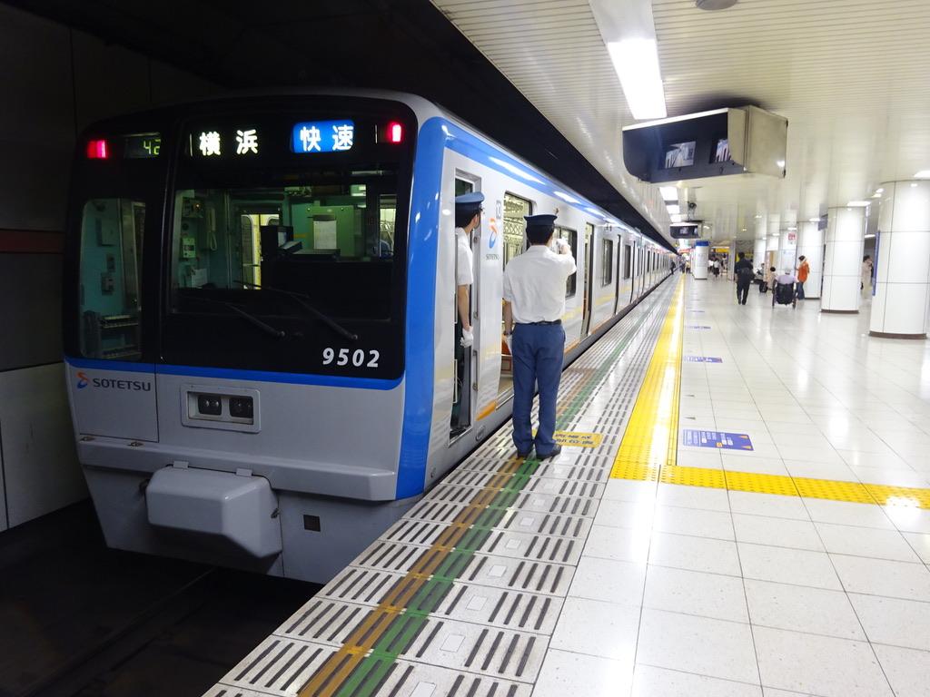 大和駅2番線に停車中の幕車時代の9702F快速横浜行き(2015/5/31)