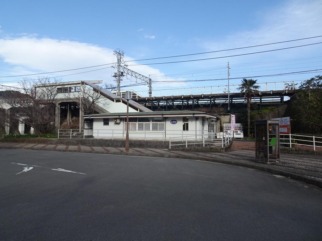 片瀬白田駅の外観(2020/2/22)