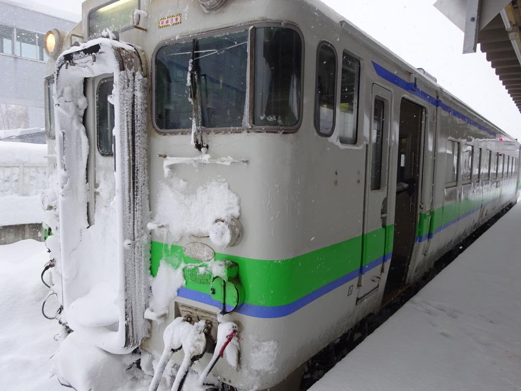 夕張駅に到着したキハ40系夕張支線普通列車(2015/1/10)