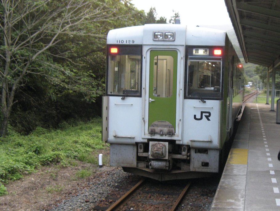 岩泉駅に停車中のキハ110形普通茂市行き(2008/9/6)