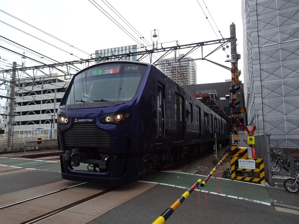 二俣川駅を発車した相鉄12102F「特急JR線直通」(2020/5/30)