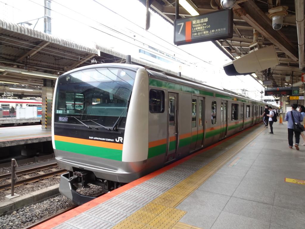 横浜駅7番線に到着するE233系快速アクティー品川行き(2020/5/31)