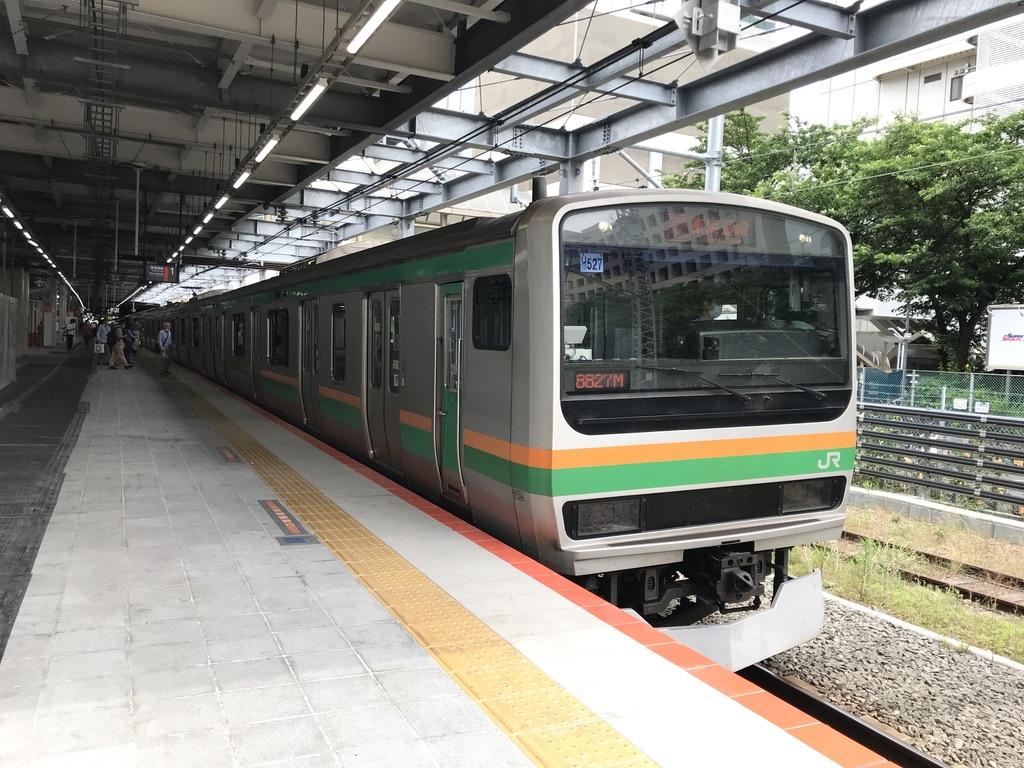 川崎駅1番線に到着するE231系臨時快速アクティー小田原行き(2020/5/31)