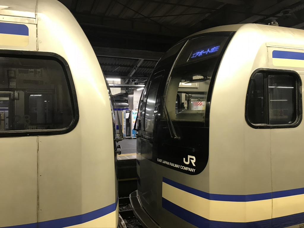品川駅13番線に停車中のE217系 11両・4両の増結部(2018/3/16)