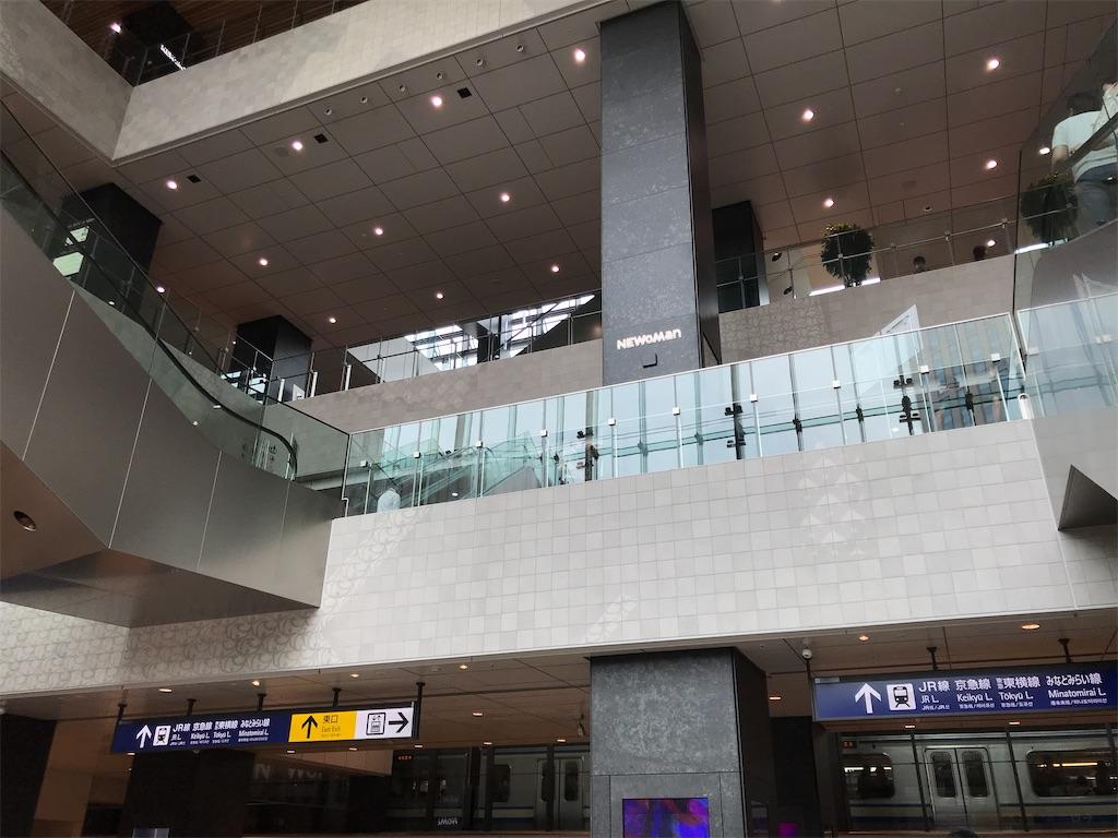 横浜駅西口NEWoMan YOKOHAMAの1階から見た横浜駅10番線(2020/6/27)