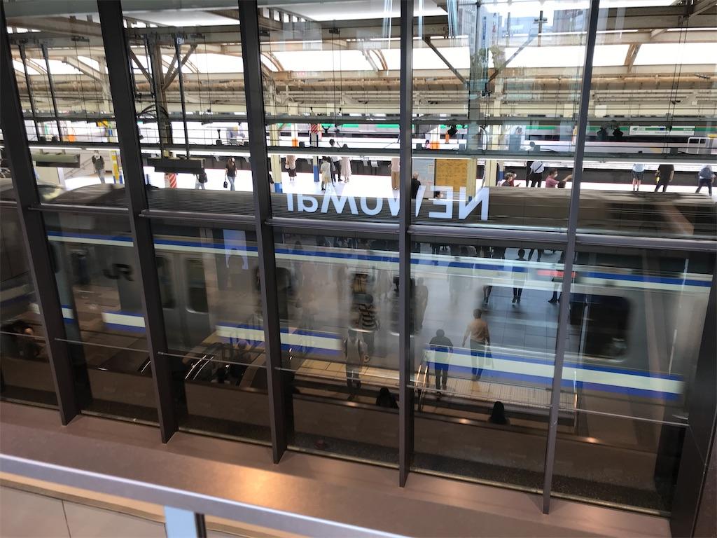 横浜駅西口NEWoMan YOKOHAMAの2階から見た横浜駅10番線(2020/6/27)