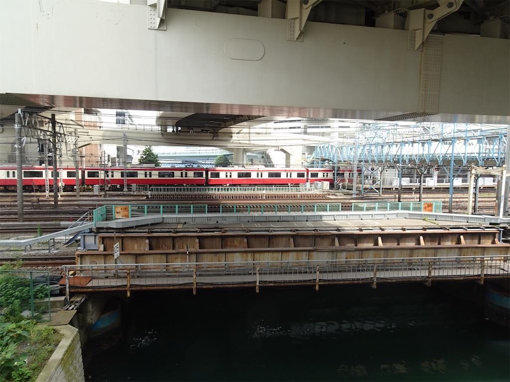 横浜駅に到着する京急1000形普通浦賀行き(2020/6/27)