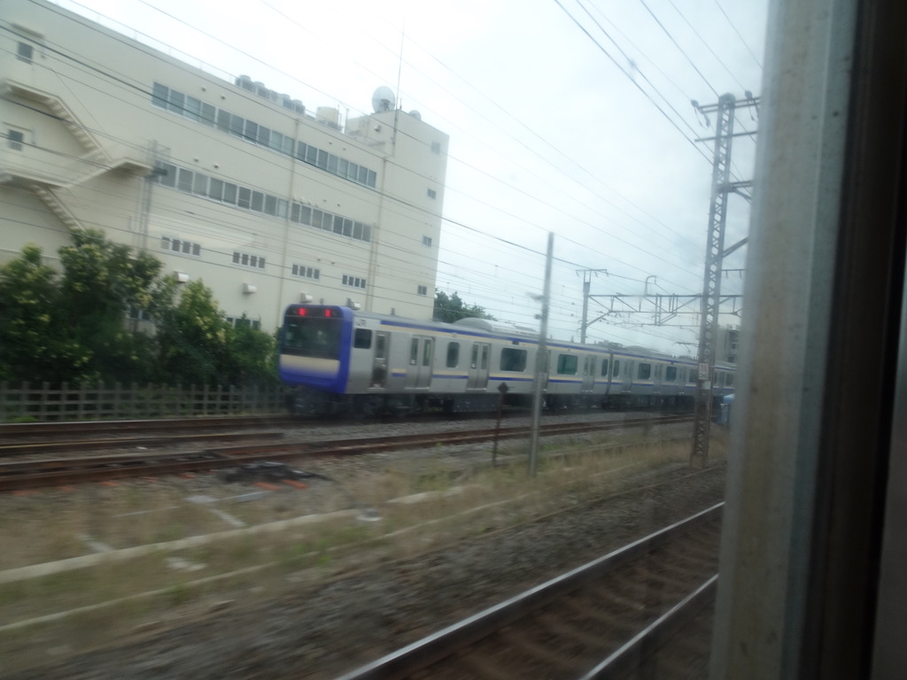 踊り子号車内から眺めた横須賀・総武快速線用E235系増結編成(2020/6/28)