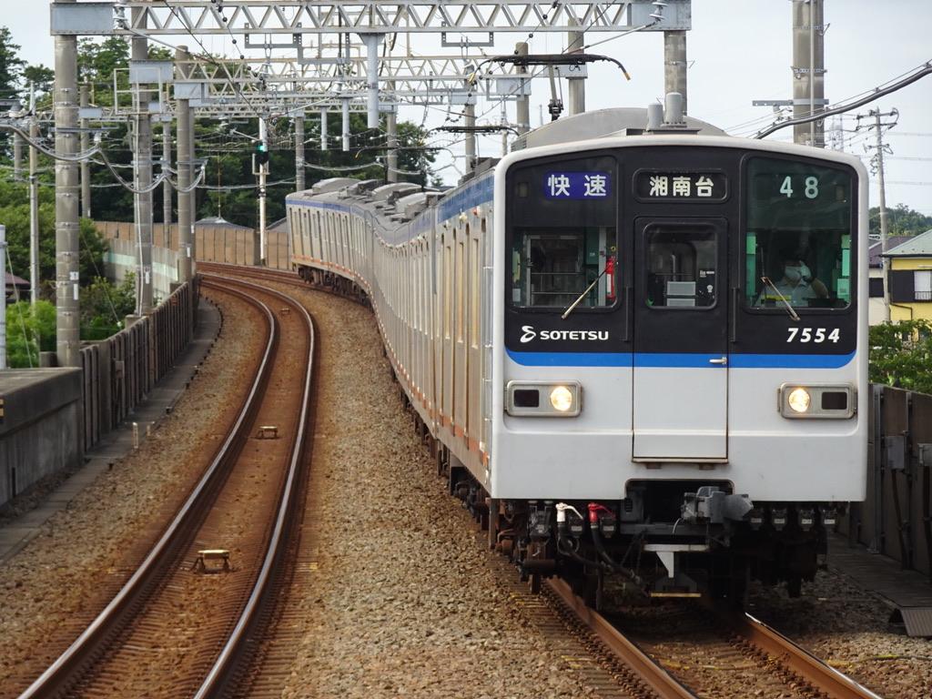 いずみ中央駅に到着する7754F快速湘南台行き(2020/7/19)