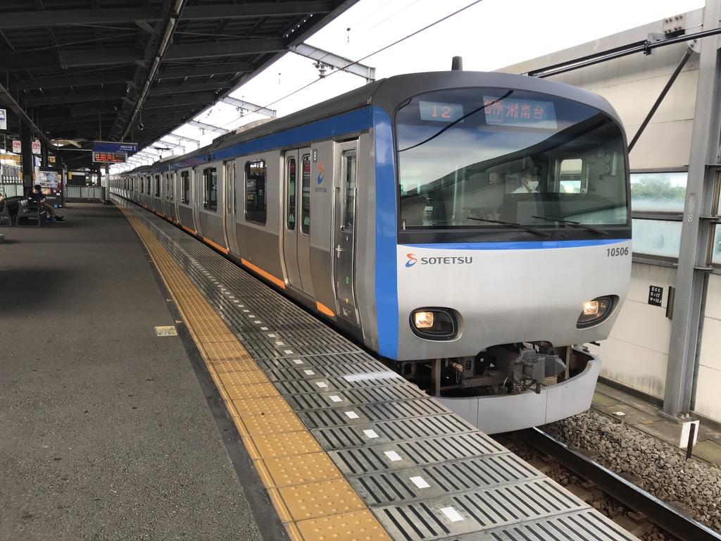 いずみ中央駅1番線に到着した8両編成10706F各駅停車湘南台行き(2020/7/19)