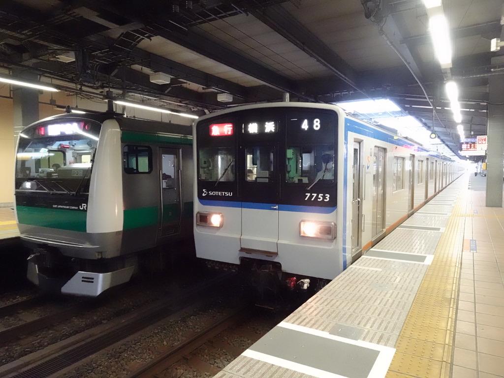 希望が丘駅で並ぶE233系各駅停車海老名行き、7753F急行横浜行き(2020/7/23)