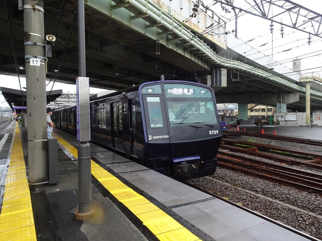 西横浜駅に到着する8709F各駅停車横浜行き(2020/7/23)