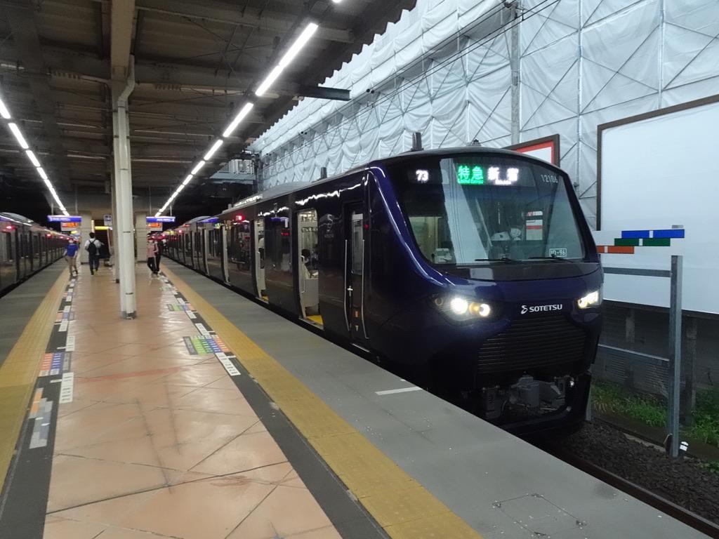 4番線にはJR線直通12106F特急新宿行きが到着(2020/7/23)