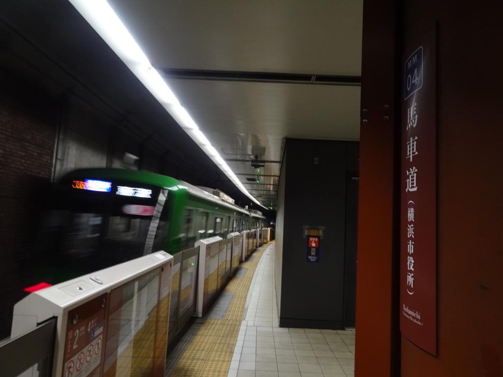 馬車道駅2番線を発車した5122F(青ガエル塗装)各駅停車所沢行き(2020/6/6)
