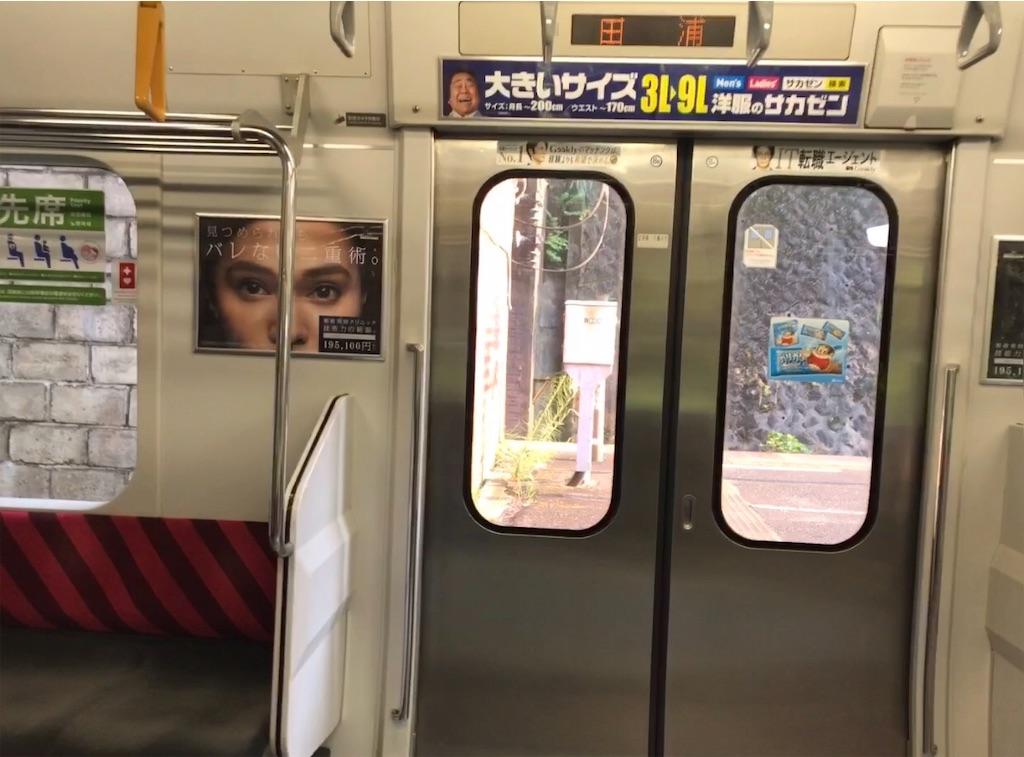 田浦駅停車中に開かない、横須賀線下り列車E217系11両編成2号車1番ドア