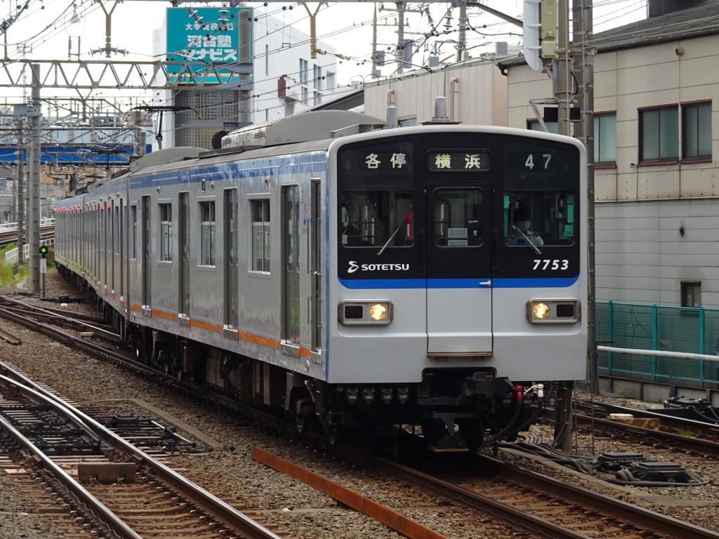 二俣川駅3番線に入線する7753F(海老名始発)各駅停車横浜行き(2020/5/31)