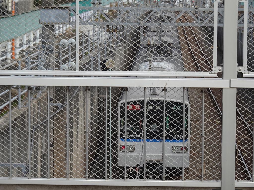大和駅を出発し地上に出た7754F急行横浜行き(2020/2/29)