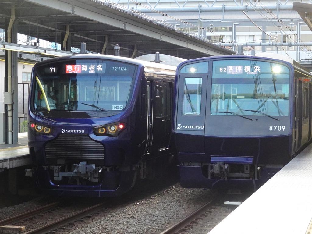 瀬谷駅ですれ違うYNB車:12004F急行海老名行き、8709F各駅停車横浜行き(2020/9/5)