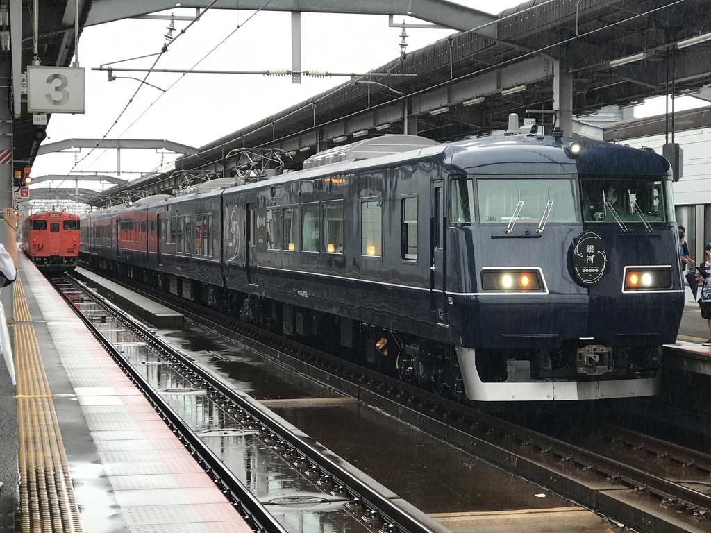 出雲市駅2番線に入線した117系寝台特急WEST EXPRESS 銀河 大阪行き(2020/9/12)