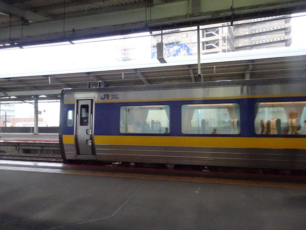 松江駅2番線を発車するキハ187系スーパーおき4号鳥取行き(2020/9/12)