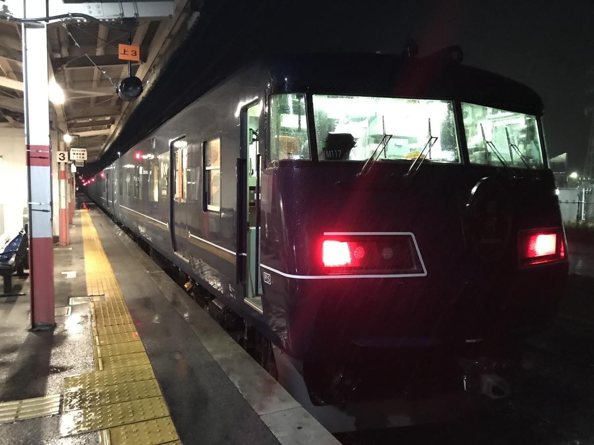 根雨駅3番線に停車中のWEST EXPRESS 銀河号大阪行き(2020/9/12)