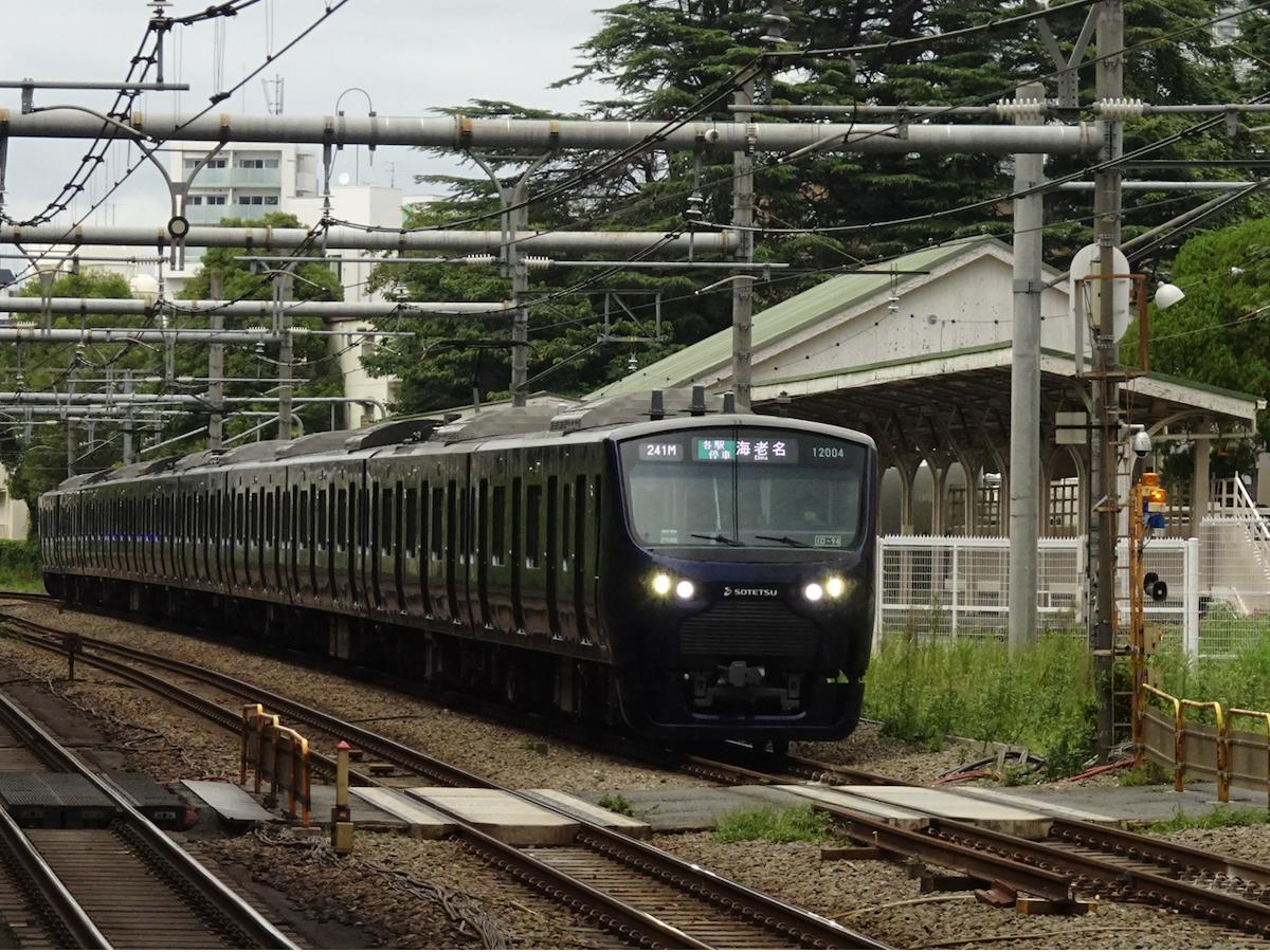 原宿駅皇室専用ホーム付近を走行中の相鉄12104F海老名行き(2020/9/19)