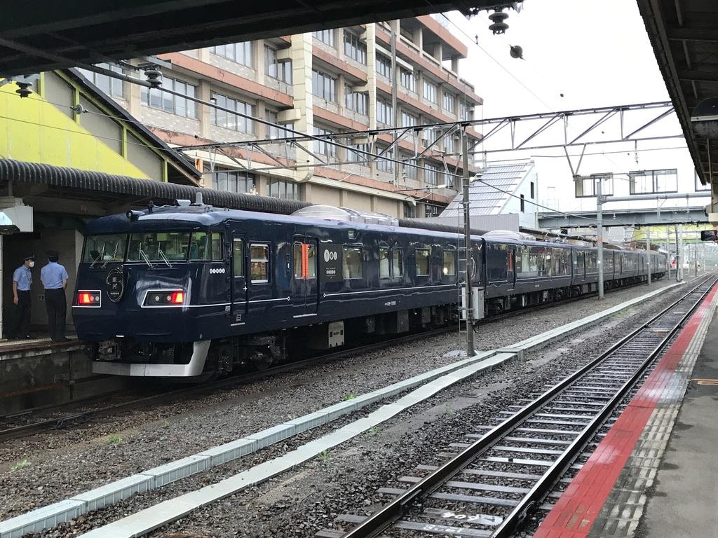 米子駅1番線に停車中のWEST EXPRESS 銀河上り一番列車大阪行き(2020/9/12)