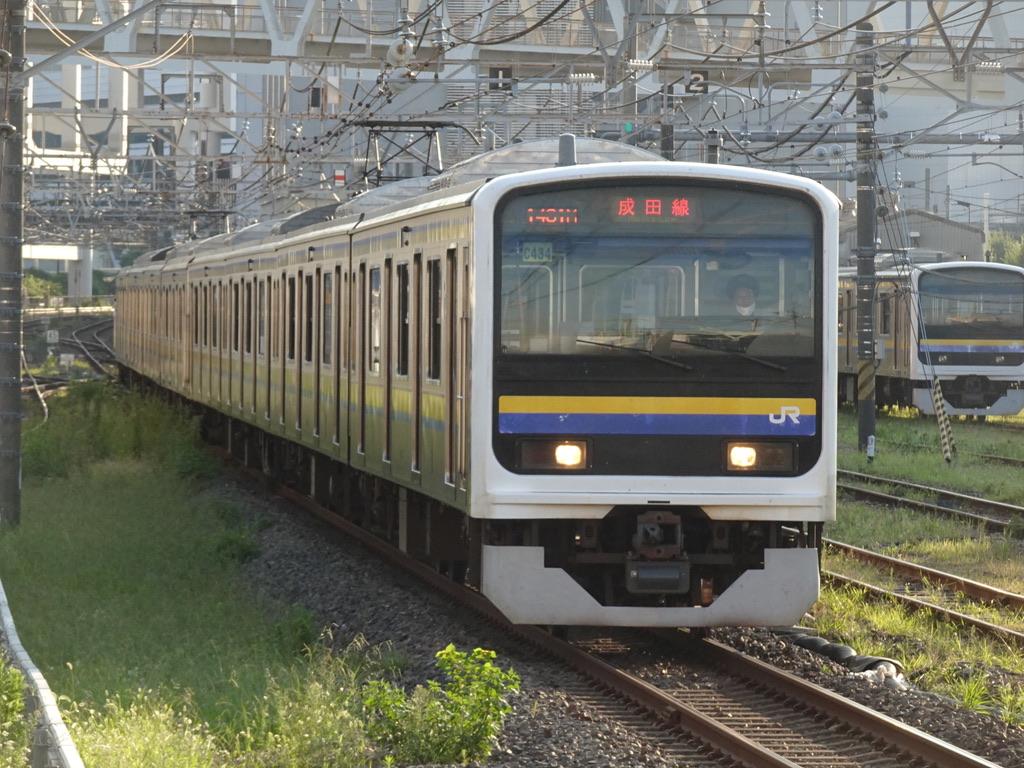 東千葉駅に停車する209系4+4両成田空港行き(2020/9/21)