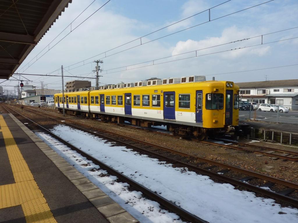 松江しんじ湖温泉駅に留置中の2101号+2111号(初期塗装)(2012/2/21)