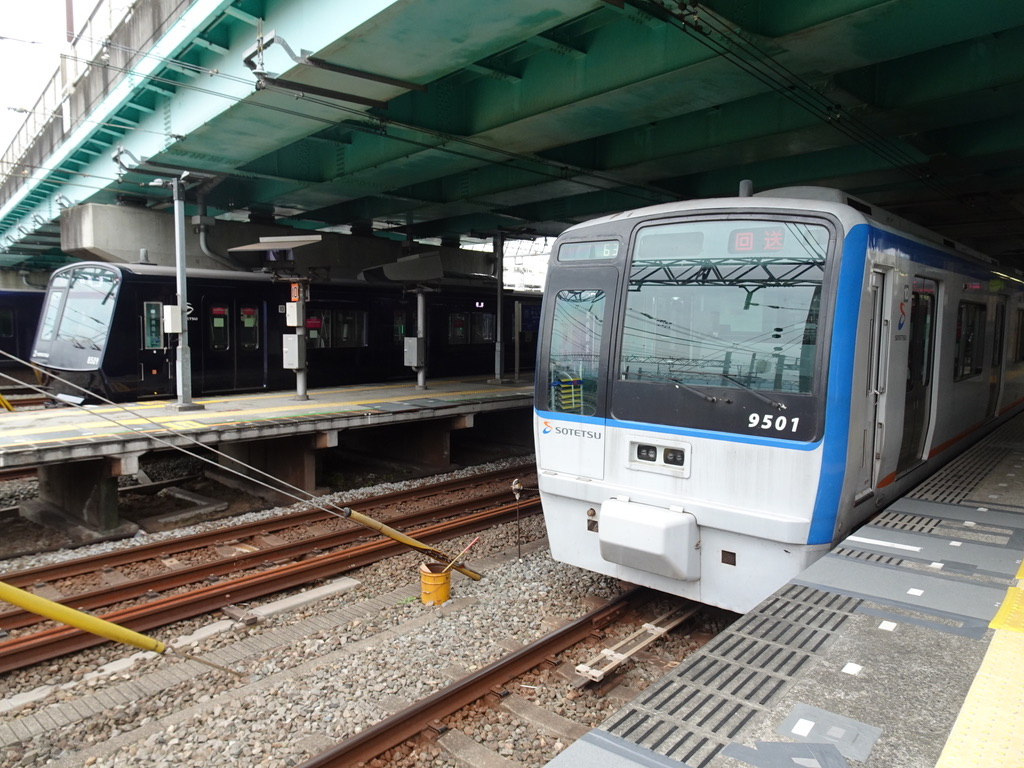 かしわ台駅2番線に回送で停車中の9701F(2020/9/22)