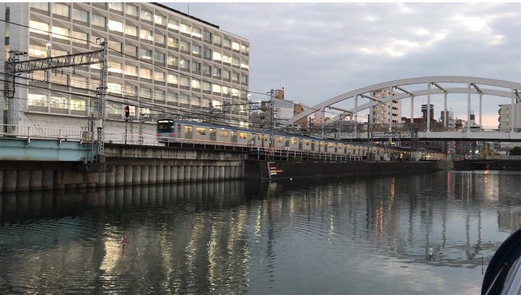 帷子川沿いを走り横浜駅に到着する相鉄新7000系7751F快速横浜行き(2020/10/2)