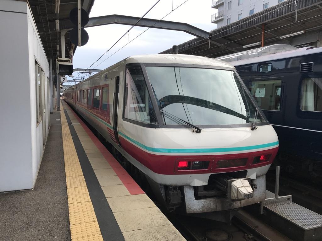 出雲市駅2番線に停車中の381系パノラマグリーン編成やくも12号岡山行き(2020/10/17)