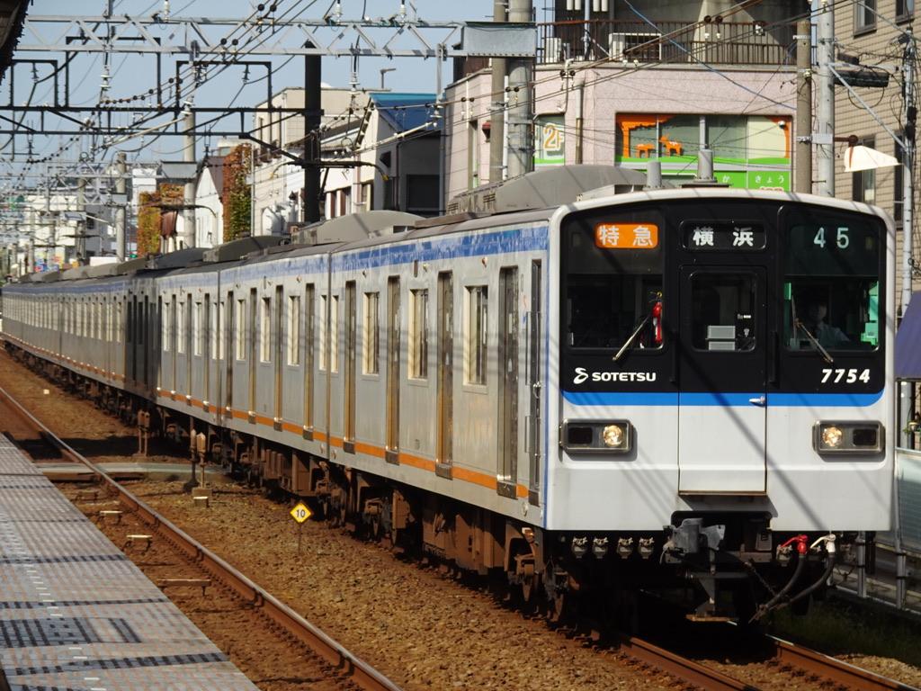 上星川駅を通過する7754F特急横浜行き(2020/11/1)